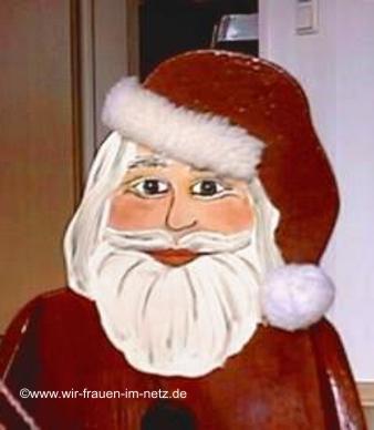 Ein freundlicher Nikolaus mit Plüsch besetzter Mütze
