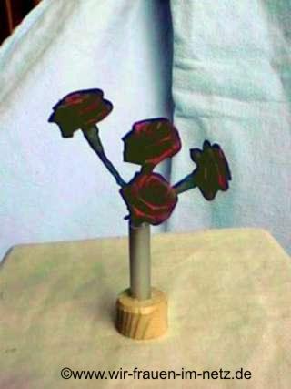 Blumenvase mit Rosen