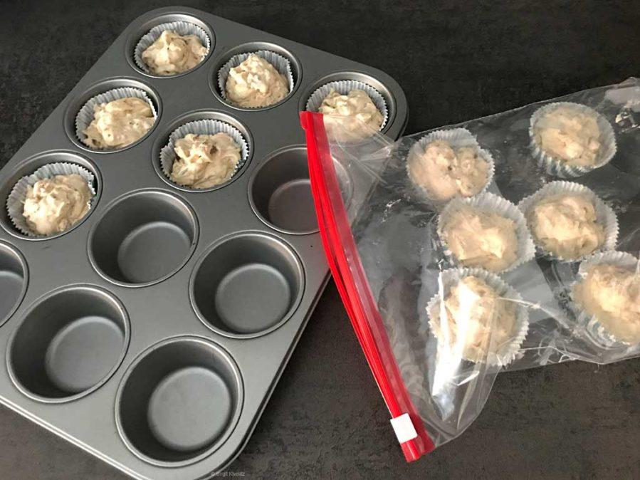 Die gefrorenen Muffins in das Muffinblech setzen